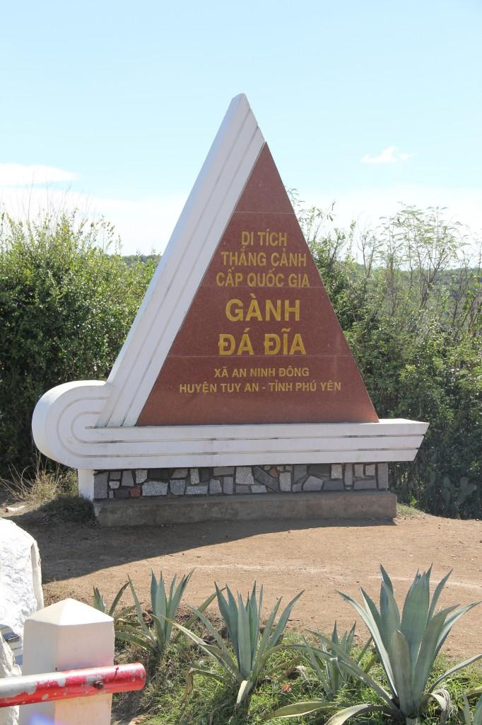 Gahn Da Dia är ett geologiskt mysterium med sina pentagonstenar. Finns tydligen bara på ett ställe till i världen och ingen vet hur dem har kommit till.
