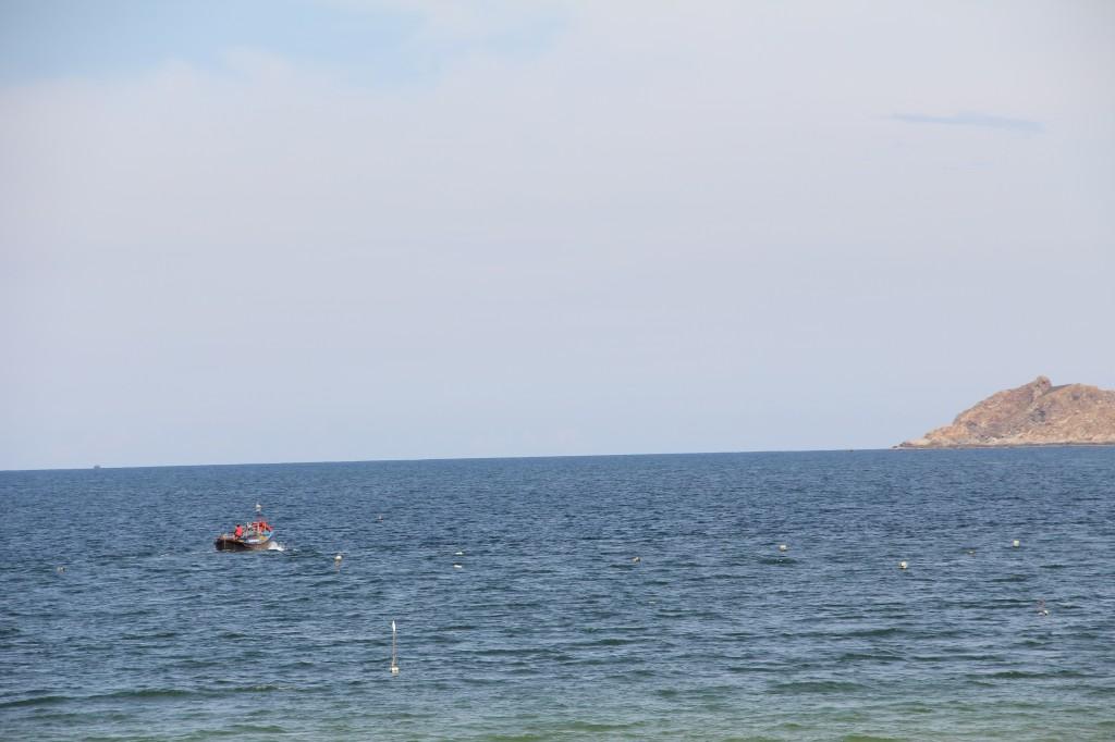 Båten på väg ut mot ön